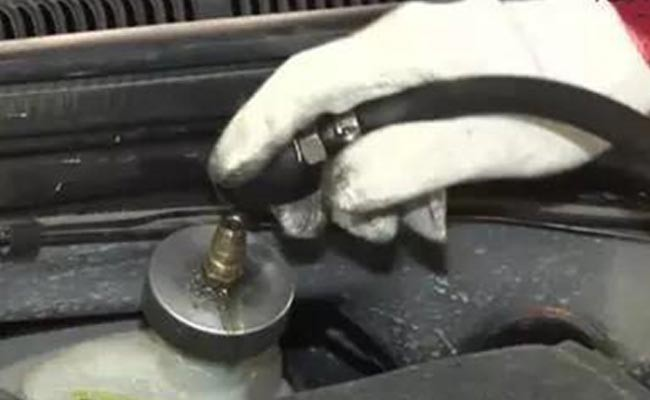 thumbnail-brake-fluid-installation